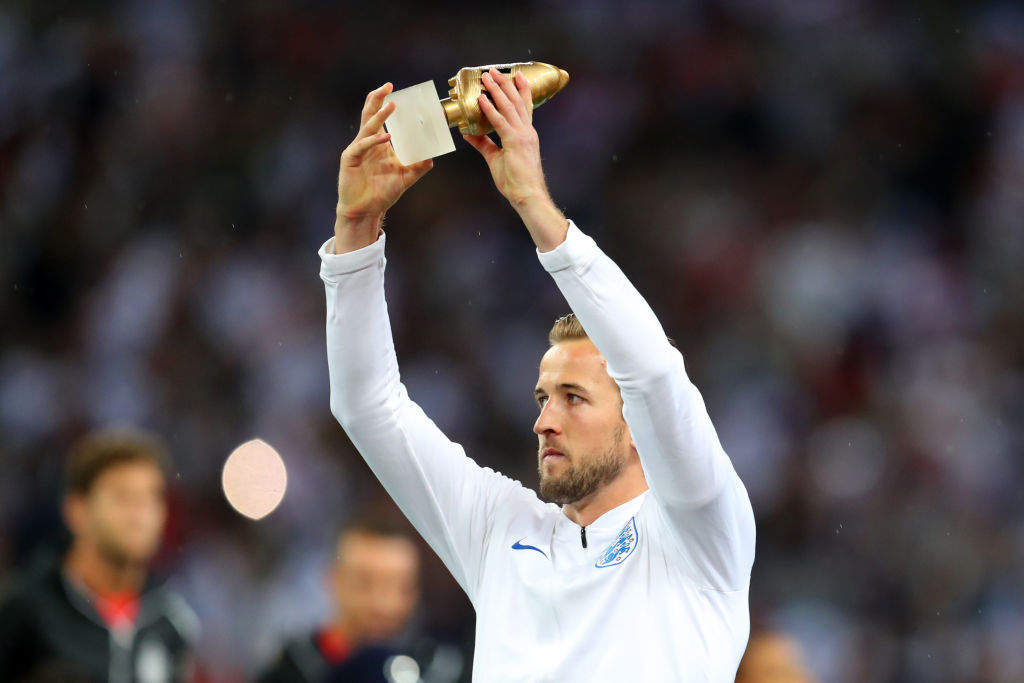 Harry Kane with the World Cup Golden Boot