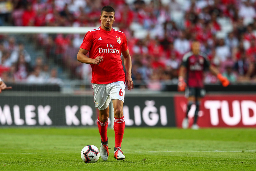 Manchester United sent scouts to watch Benfica duo-Record