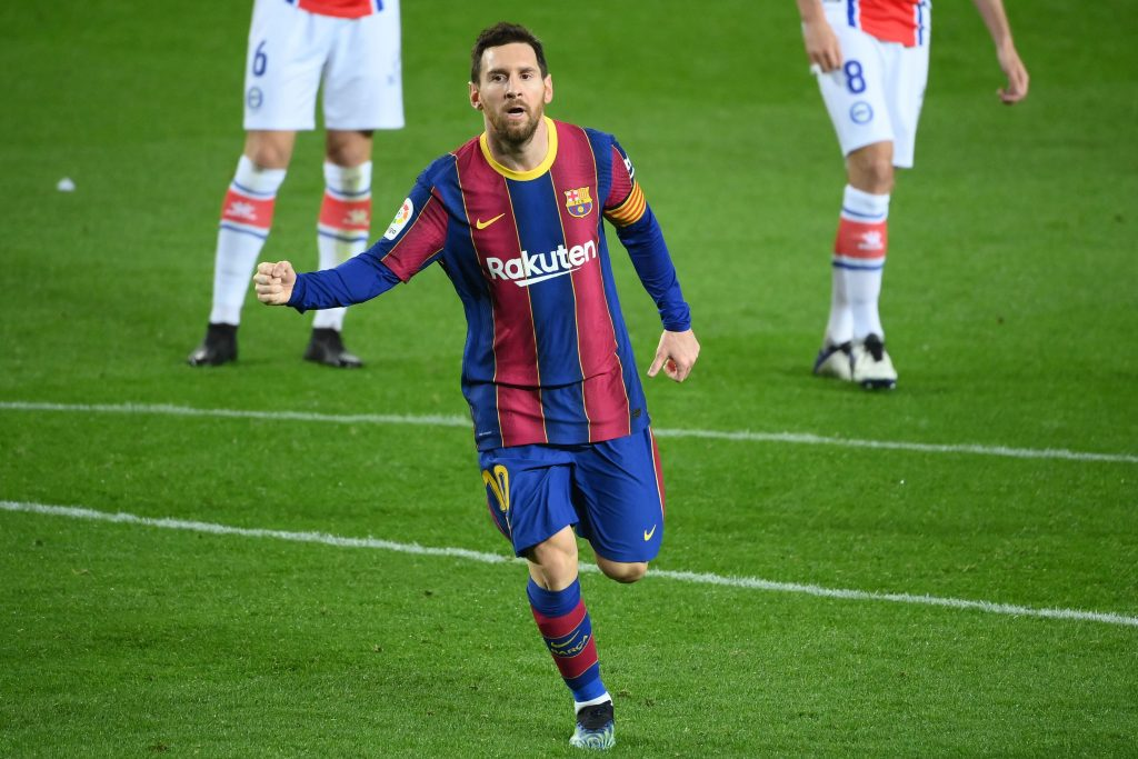 Dani Alves urging Lionel Messi to stay at Barcelona but confirms he 'hasn't had an answer yet'